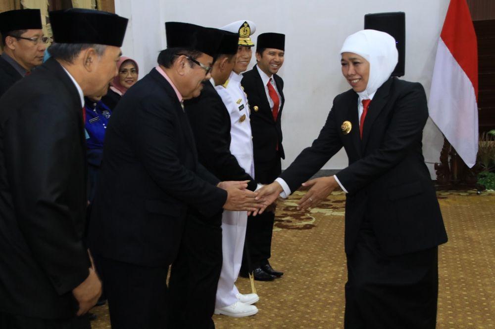 Gubernur Khofifah menyapa para ASN di Jatim yang mendapat penghargaan