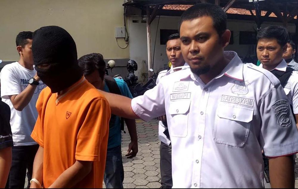 Pelaku pembunuhan terhadap Ardio digiring Penyidik Satreskrim Polres Mojokerto Kota