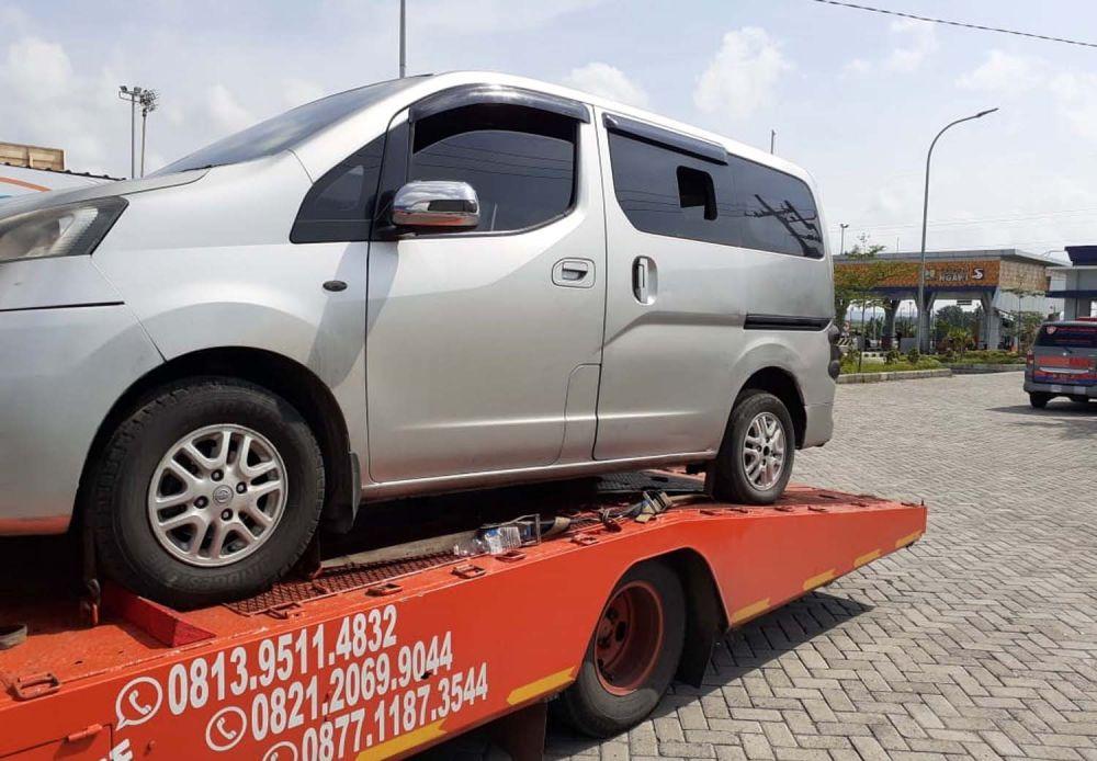 Truk towing angkut mobil berisi 8 pemudik dari Jakarta tujuan Sumenep diamankan di Tol Ngawi