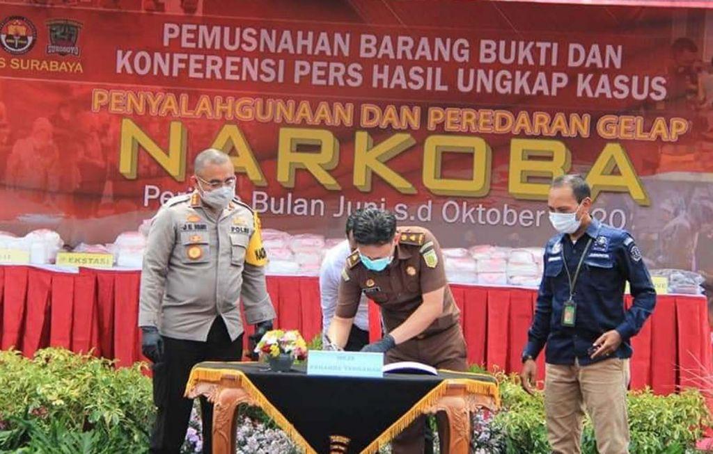Pemusnahan barang bukti narkoba di Mapolrestabes Surabaya pada 26 Oktober 2020