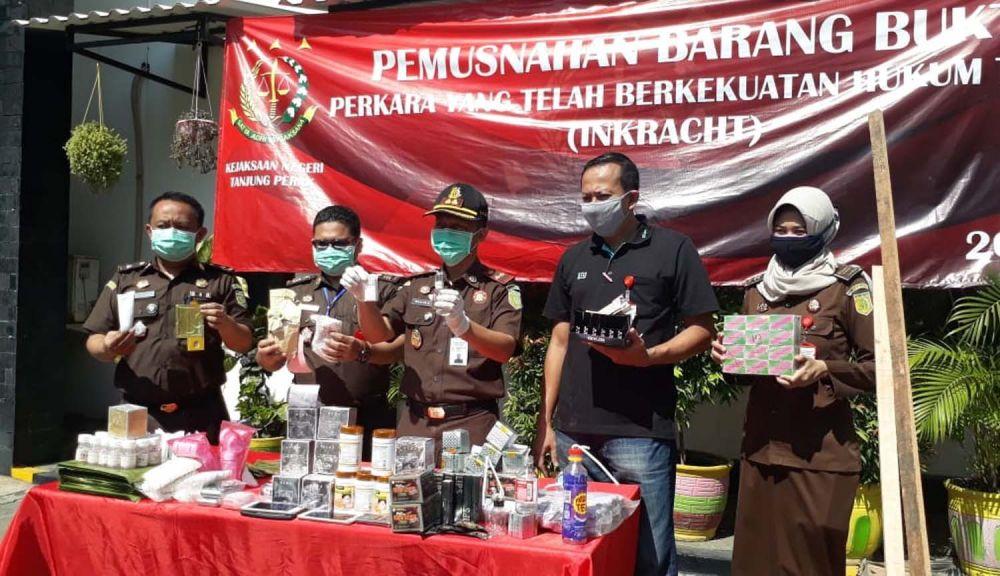 Pemusnahan barang bukti di Kejari Tanjung Perak Surabaya