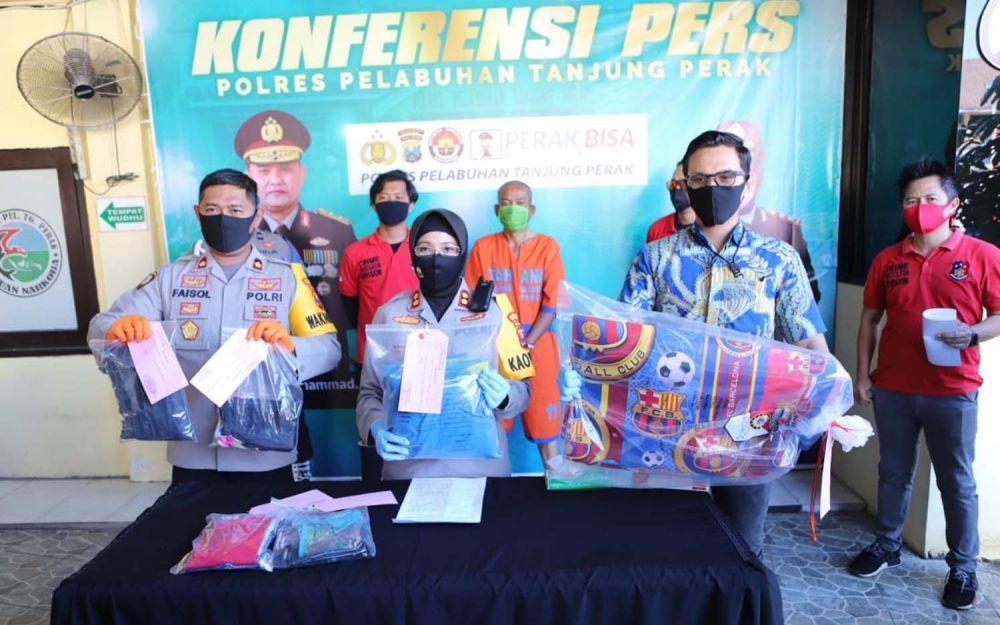 Kapolres Pelabuhan Tanjung Perak Surabaya, AKBP Ganis Setyaningrum membeberkan tersangka dan barang bukti kasus pencabulan