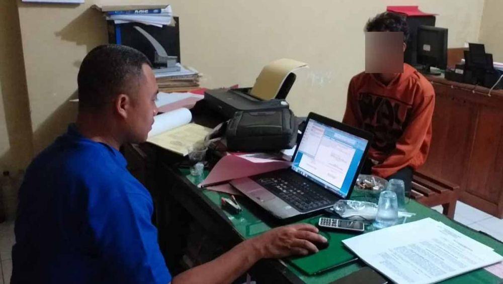 Pelaku pencabulan diperiksa di Mapolsek Wongsorejo, Banyuwangi