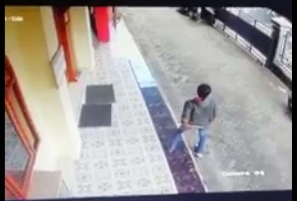 Tampang pencuri motor di Surabaya yang gagal menggondol motor curiannya