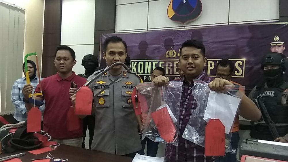 Barang bukti kejahatan komplotan pencuri baterai tower dibeber di Mapolres Mojokerto