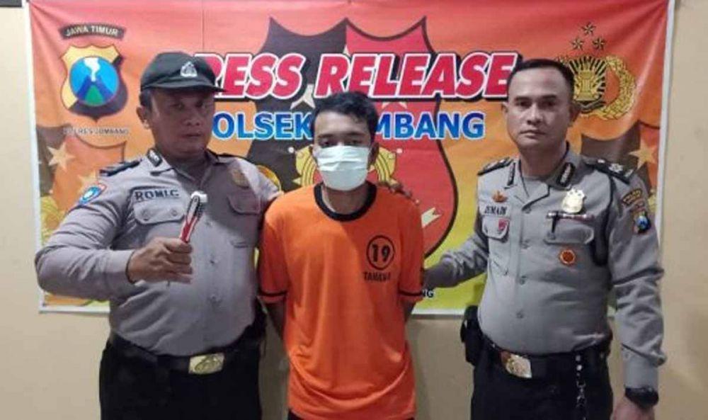 Pelaku pembobolan diamankan di Mapolsek Jombang Kota setelah ditangkap di rumah korban