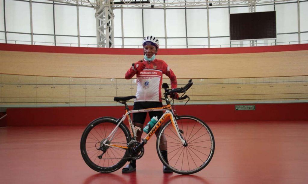Tarwi dan sepeda legendaris miliknya yang dicuri maling