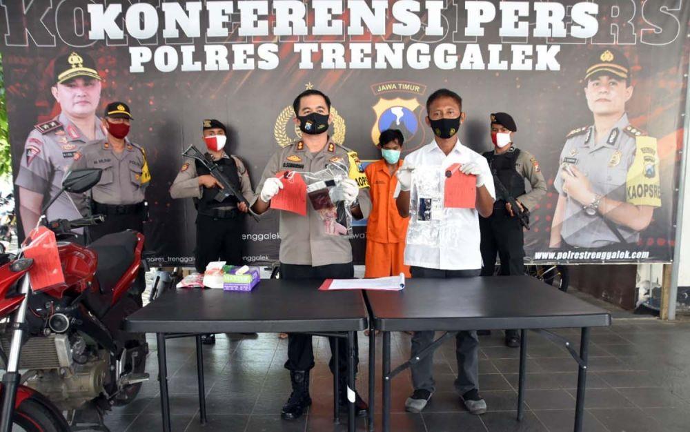 Dua pengedar narkoba jenis sabu asal Tulungagung diringkus Satresnarkoba Polres Trenggalek