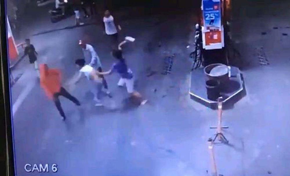Tangkapan layar video rekaman CCTV pengeroyokan