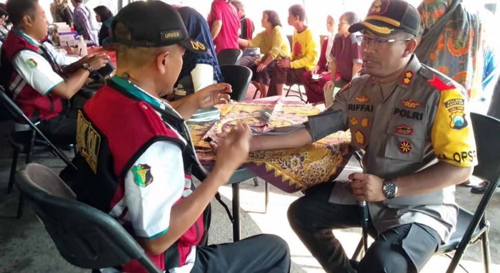 Pengobatan gratis untuk warga oleh Polres Magetan