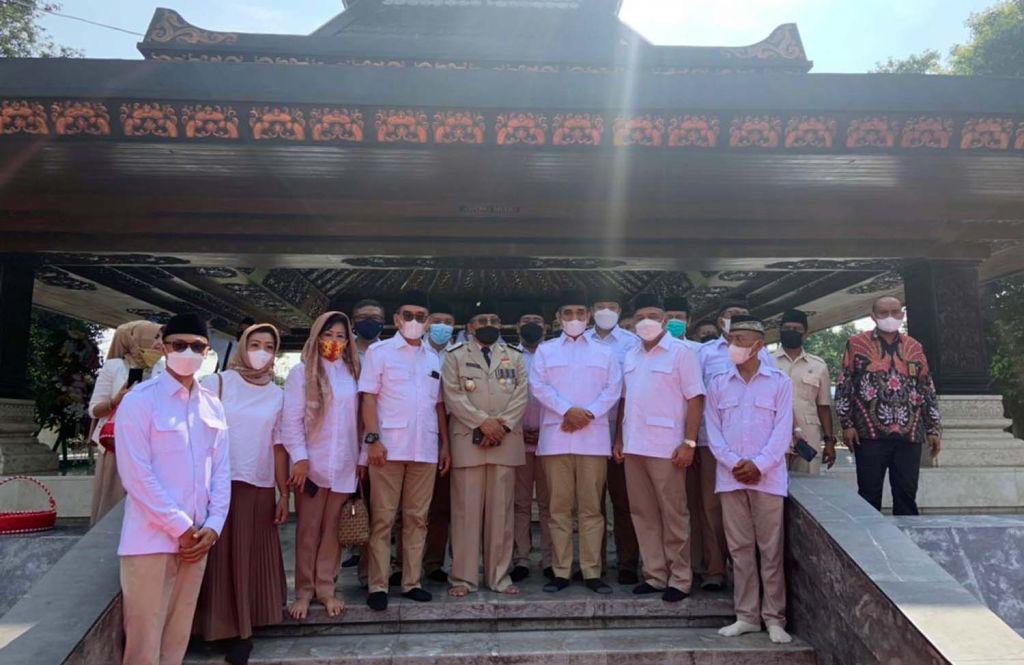 Para pengurus Partai Gerindra bersama Wakil Wali Kota Blitar Ir Tjutjuk Sunario