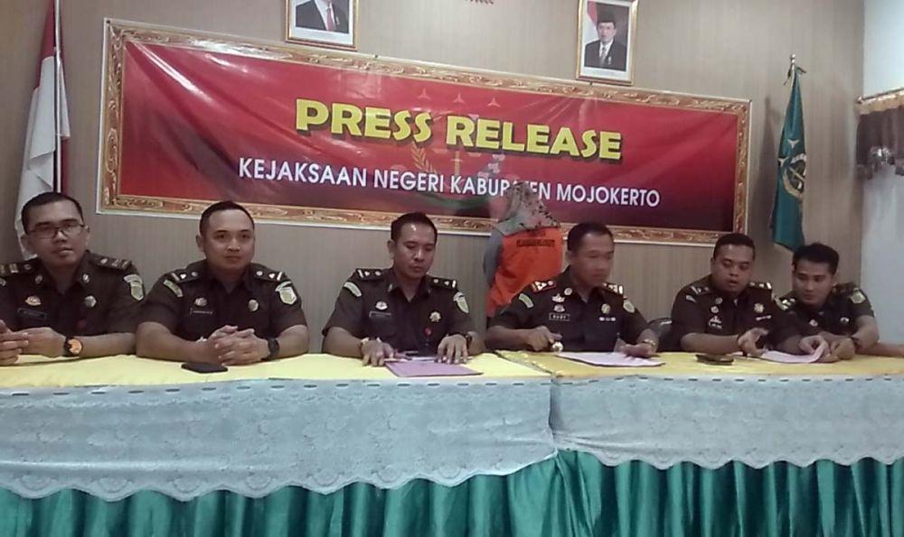 Kejaksaan Negeri Kabupaten Mojokerto membeberkan kasus penggelapan uang nasabah BRI
