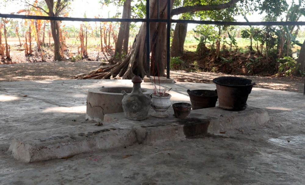 Tempat pertapaan di Petilasan Eyang Ismoyo Klampis Irang Ponorogo