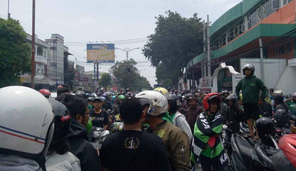 Sekitar 200 bonek yang akan ke Malang dihadang polisi di Sidoarjo