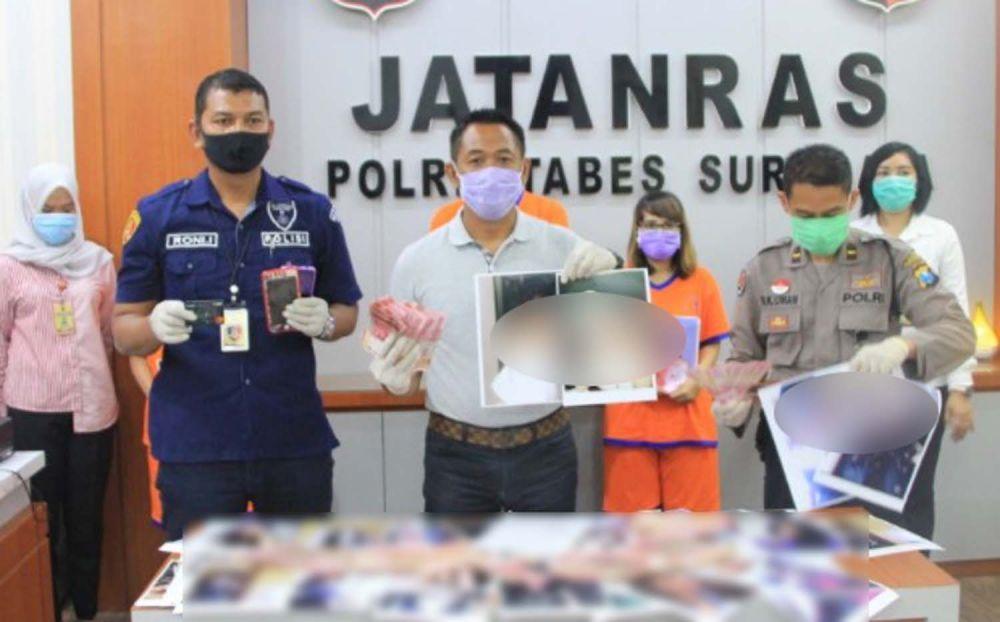 Tiga mucikari beserta barang bisnis bukti prostitusi yang dijalankan mereka diamankan Unit Jatanras Polrestabes Surabaya