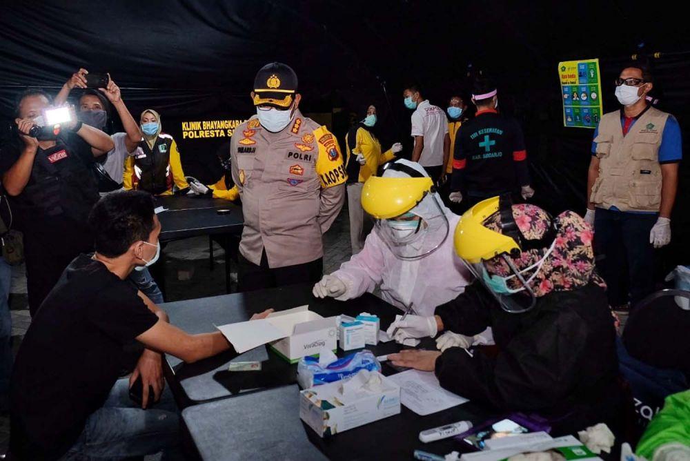 Para pelanggar jam malam PSBB di Sidoarjo dirapid test