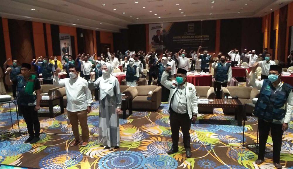 PKS resmi menyerahkan SK rekomendasi kepada Machfud Arifin sebagai calon wali kota dalam Pilwali Surabaya 2020
