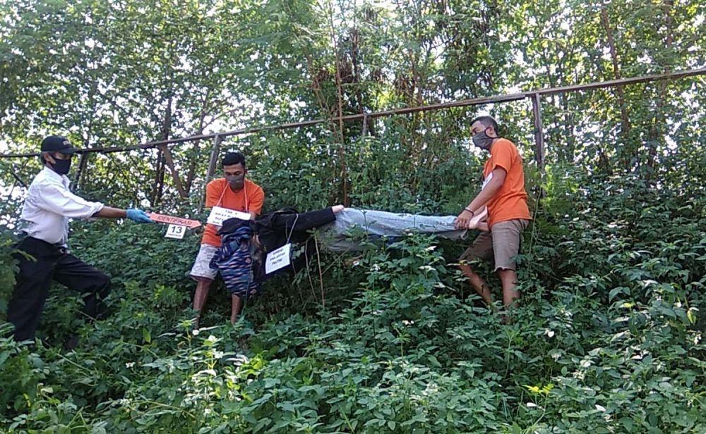 Setelah membunuh korban di Tol Singosari, Malang, kedua pelaku membuang mayat korban di Jurang Gajahmungkur, Pacet, Mojokerto