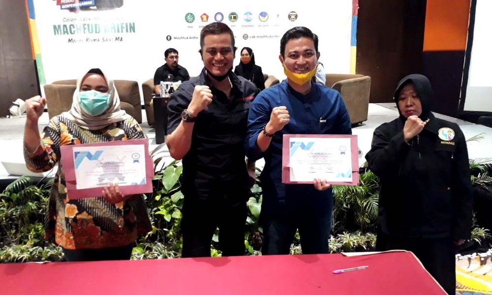 Penasehat Remaas, dr David (dua dari kiri) usai penandatanganan pakta integritas dukungan terhadap Cawali Surabaya Machfud Arifin