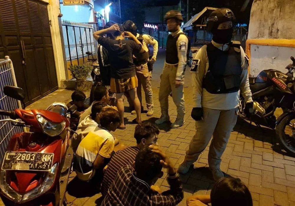 9 remaja yang hendak tawuran diamankan Tim Respatti Kobra Sat Sabhara Polrestabes Surabaya