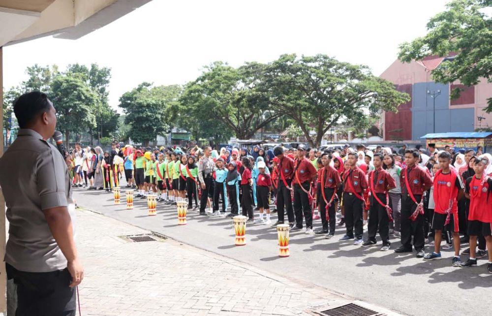 Kapolres Tulungagung AKBP Eva Guna Pandia saat memberi motivasi kepada Tim Reog Kendang