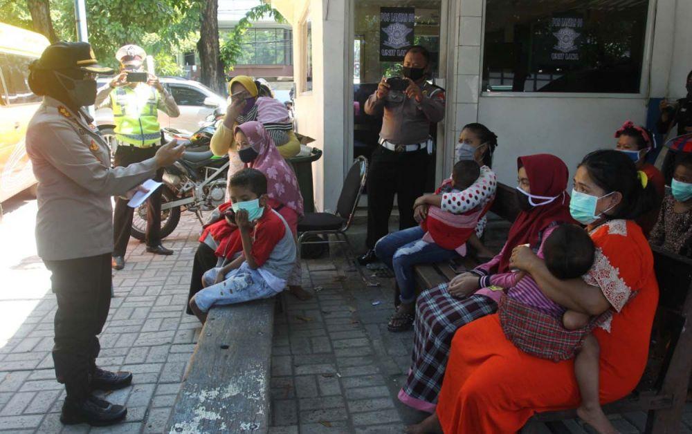 Kapolres Pelabuhan Tanjung Perak Surabaya AKBP Ganis Setyaningrum memberi imbauan dan pengarahan kepada para pemudik