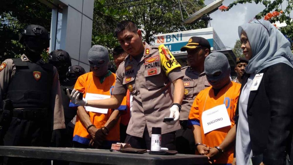 Kapolres Probolinggo Kota, AKBP Alfian Nurrizal membeberkan dua pelaku dan barang bukti