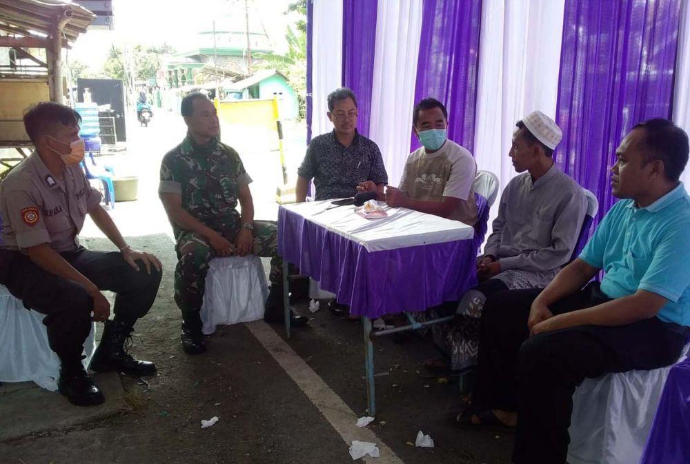 Muspika Purworejo, Kota Pasuruan memberikan pengertian kepada keluarga yang mengadakan resepsi pernikahan