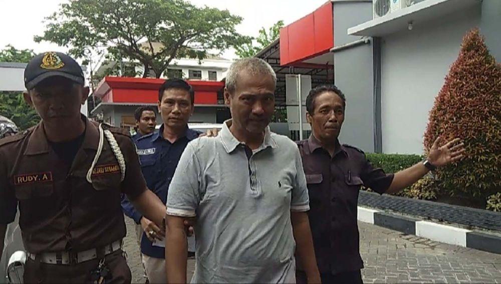 Salah satu tersangka penggelapan pajak dilimpahkan ke Kejari Surabaya