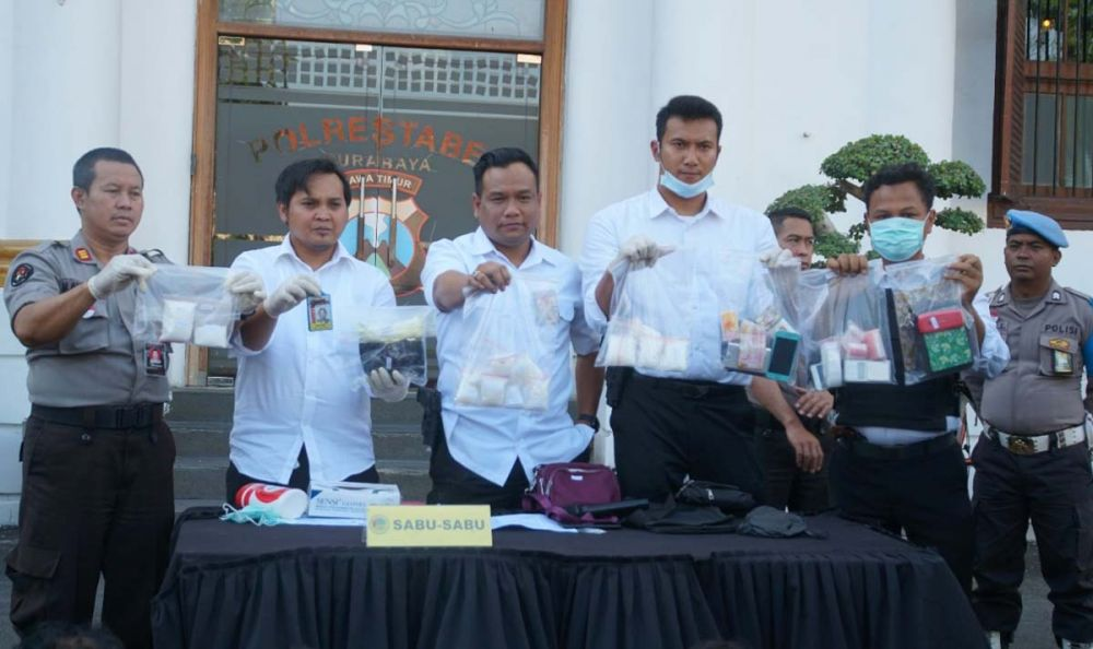 Barang bukti narkoba sindikat Jakarta-Surabaya dibeber di Mapolrestabes Surabaya