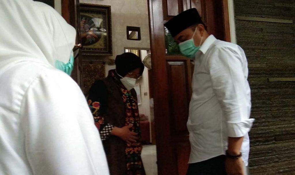 Wali Kota Risma saat menerima Eri Cahyadi di rumah pribadinya