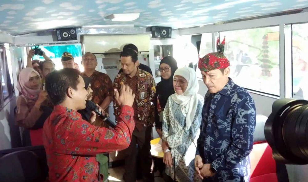 Wakil Ketua KPK Saut Situmorang bersama Gubernur Khofifah dan para pejabat Pemkot Surabaya