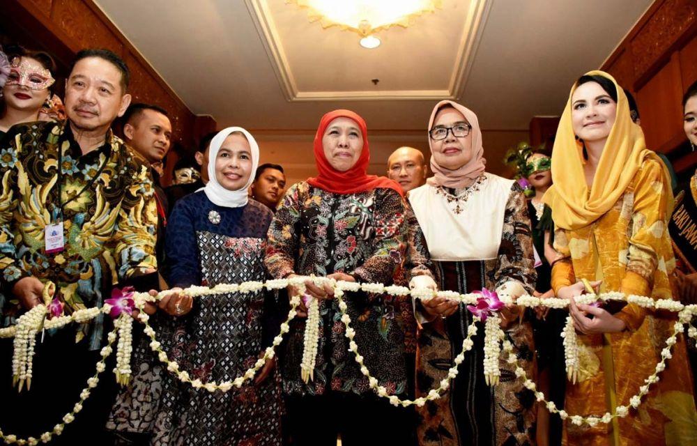 Gubernur Khofifah membuka Surabaya International Jewellery Fair ke-24 tahun 2019 di Surabaya