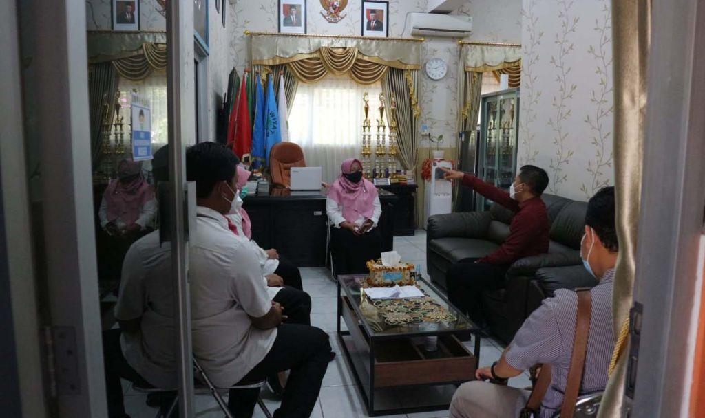 Sekretaris Fraksi PDIP DPRD, Abdul Ghoni Mukhlas Ni'am saat meminta klarifikasi ke SMPN 54 Surabaya