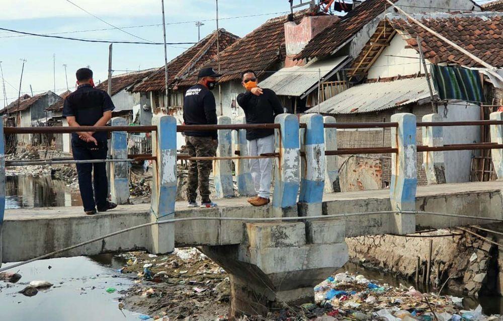 Tumpukan sampah di Sungai Desa Tambak Lekok, Kecamatan Lekok, Kabupaten Pasuruan menjadi perhatian sejumlah pihak