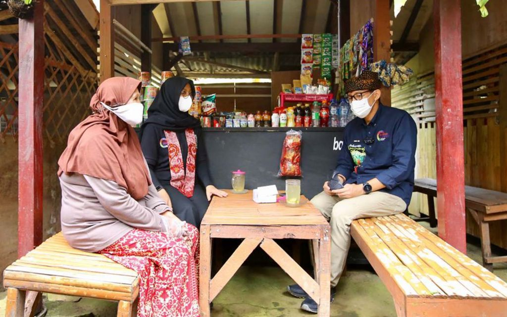 Menparekraf Sandiaga Uno didampingi Bupati Ipuk mengunjungi berbagai destinasi wisata di Desa Tamansari, Kecamatan Licin