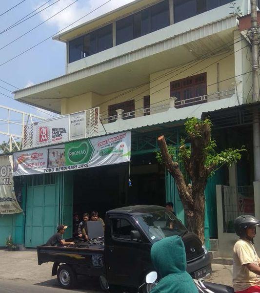Sarang sindikat hacker pembobol kartu kredit di Balongsari Tama, Surabaya yang digerebek Tim Subdit Siber Direskrimsus Polda Jatim