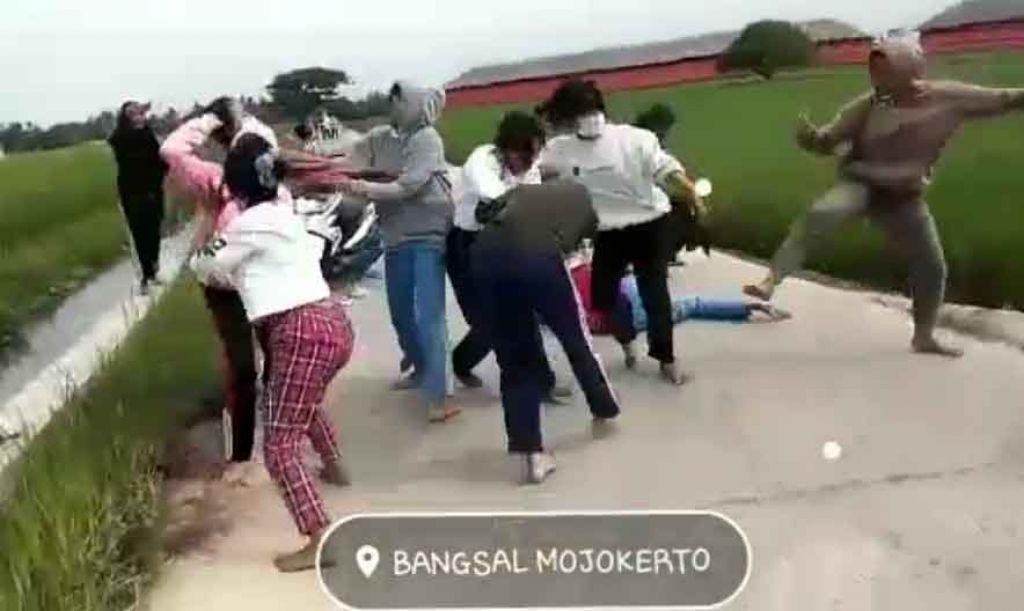 Viral Video Dua Geng Cewek Tawuran Disebut di Mojokerto