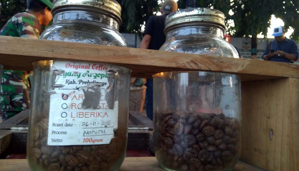 Si Komo menampilkan kopi asli Probolinggo