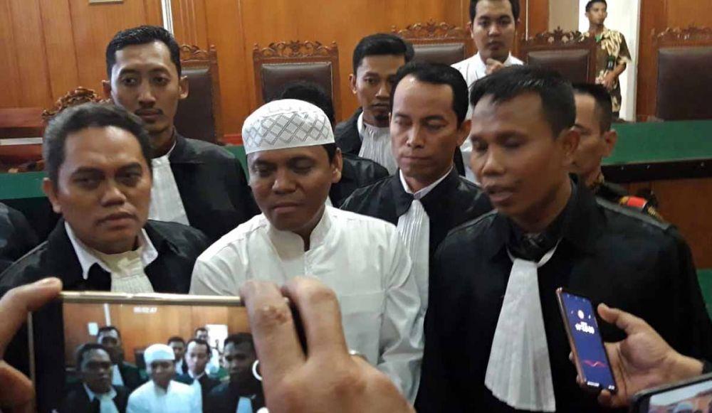 Sugi Nur Raharja alias Gus Nur di Pengadilan Negeri Surabaya