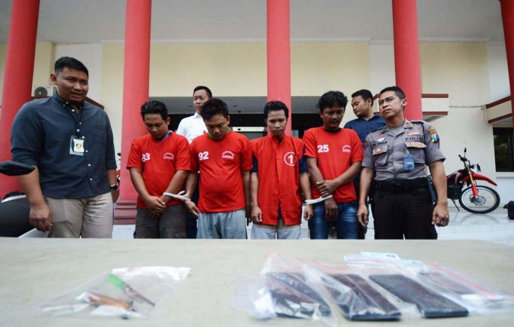Sindikat pencuri motor dan penadah lintas kota diamankan di Mapolrestabes Surabaya berikut barang bukti kejahatannya