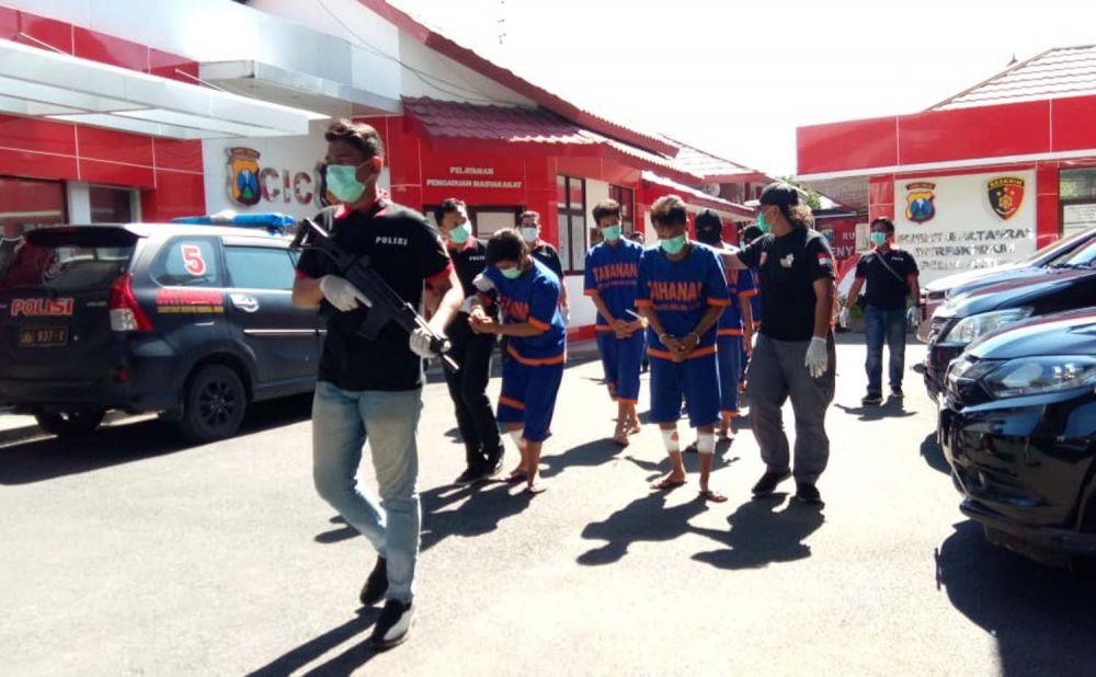 Para perampok truk dan penadah digiring Tim Resmob Jogoboyo Subdit Jatanras Ditreskrimum Polda Jatim