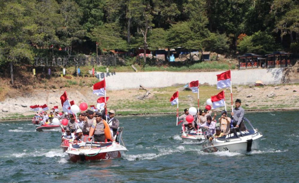 Kirab Merah Putih di Magetan gunakan speed boat di Telaga Sarangan