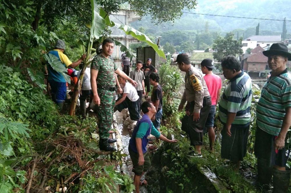 Penanganan bencana alam banjir lumpur di Kota Batu