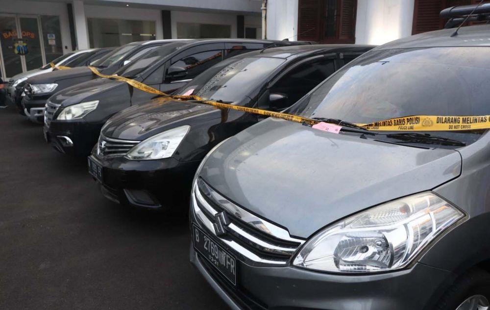 Barang bukti mobil yang disita Tim Unit Idik II Satresnarkoba Polrestabes Surabaya dari tangan Semar, bandar yang ditembak mati