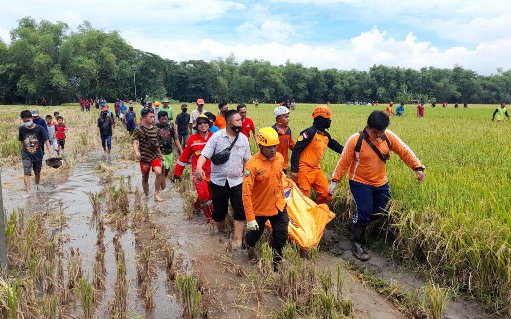 Tiga orang sekeluarga di Ngawi terjebak dalam sumur