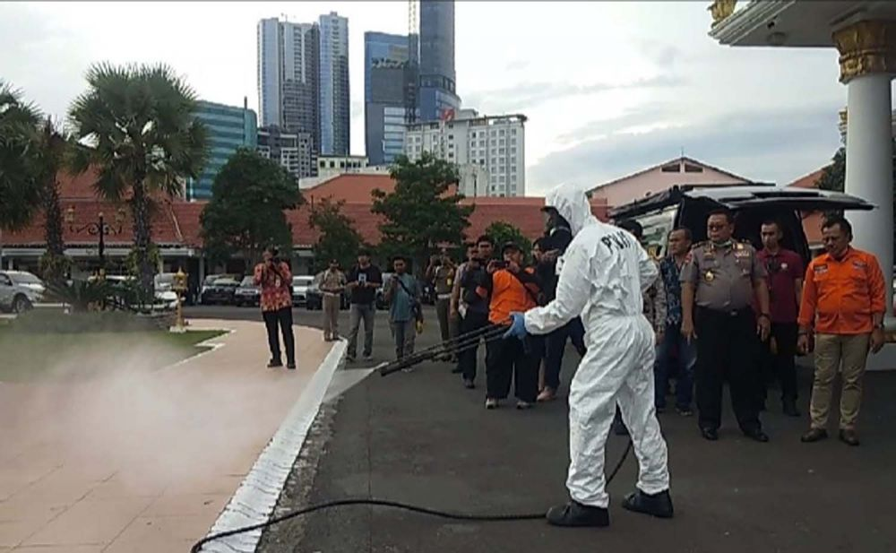 Tim Kimia Biologi Radioaktif Polda Jatim disiagakan di Gedung Negara Grahadi, Jalan Gubernur Suryo, Surabaya