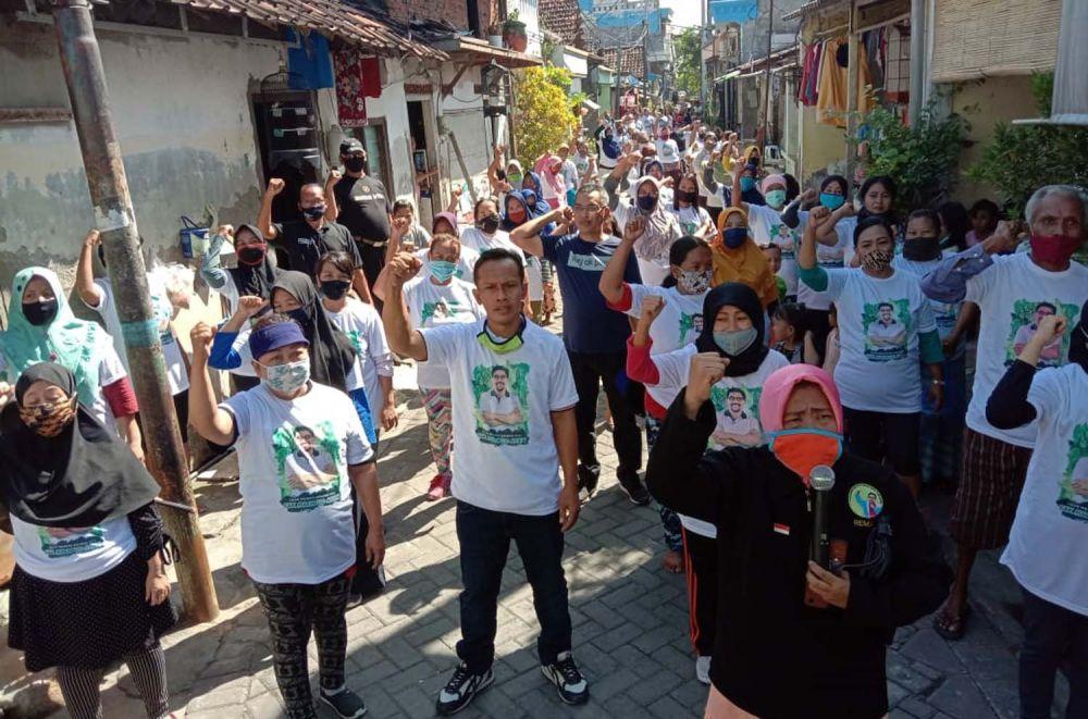 Tim Pemenangan Calon Wali Kota Surabaya Machfud Arifin saat menyapa warga Dukuh Kupang Barat
