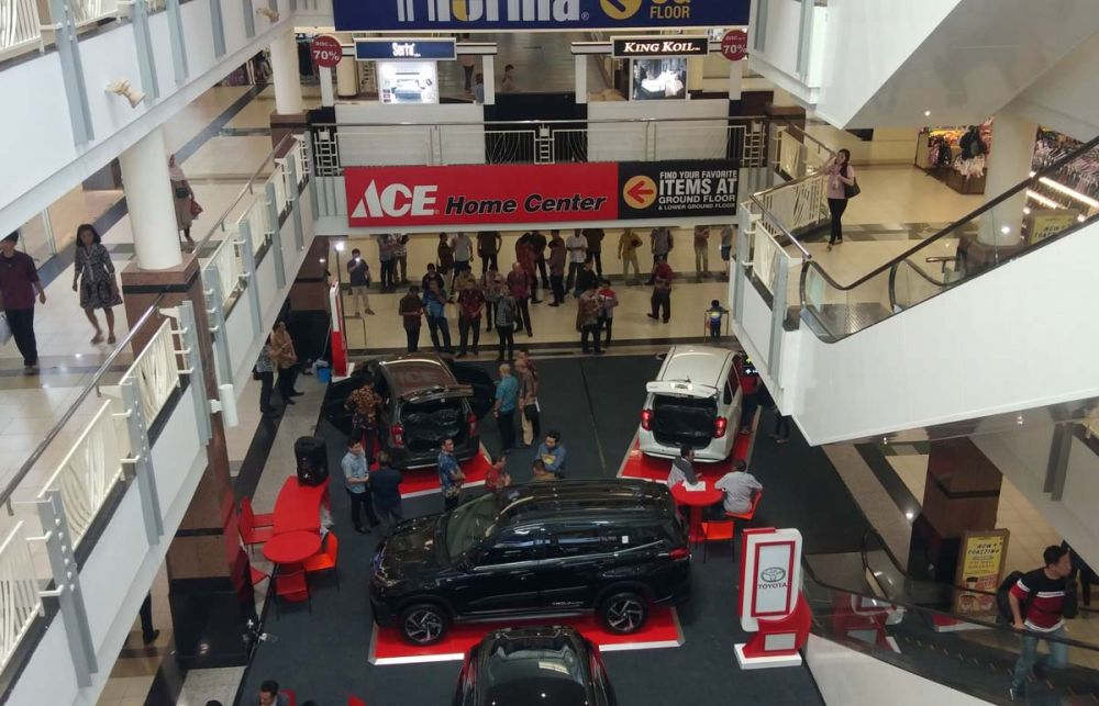Peluncuran Toyota New Calya di Atrium PTC Surabaya