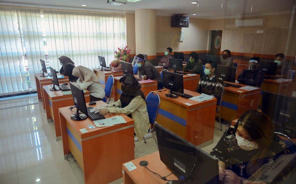 Pelaksanaan UTBK SBMPTN 2020 hari pertama di Unair Surabaya